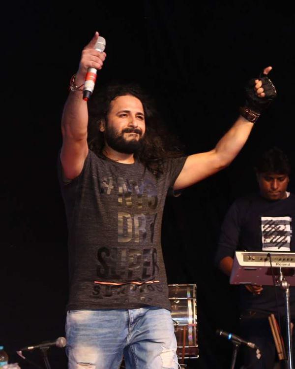 Singer AmitMutreja